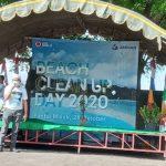 Amman Mineral Gandeng Pemuda Pemudi Bersihkan Pantai Maluk