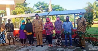 Diskoperindag KSB Bagi 26 Unit Rombong Dagang Untuk PKL