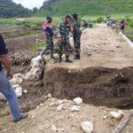 Koramil Jajaran Kodim 1628/SB Gotong-Royong Bersama Komponen Masyarakat Di Wilayahnya